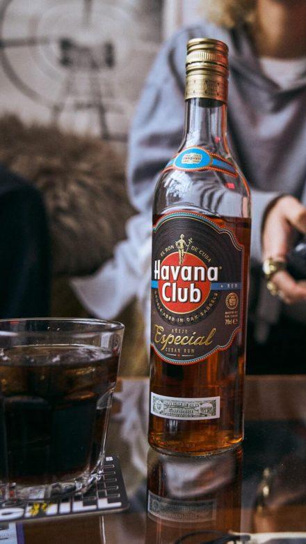 Havana Club Especial mit Cola genießen