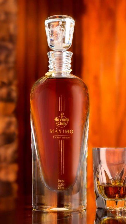 Havana Club Maximo Rum Flasche und Glas